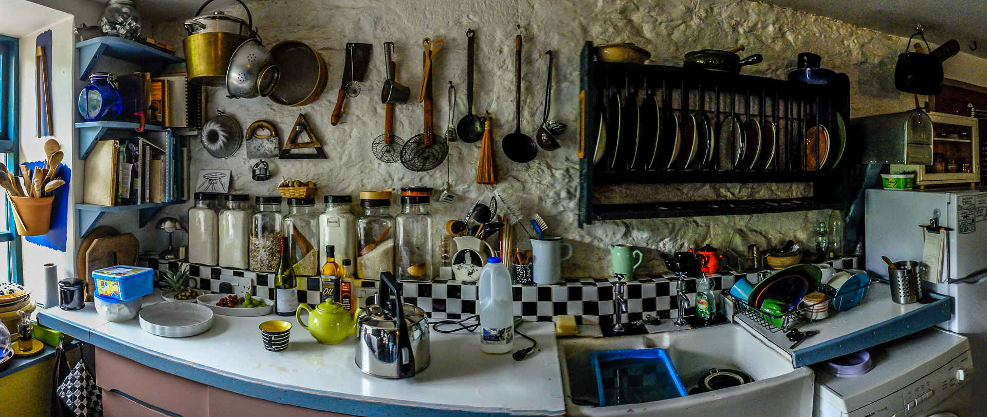 A swept panorama of Charlie and Pauline's kitchen at Allanton